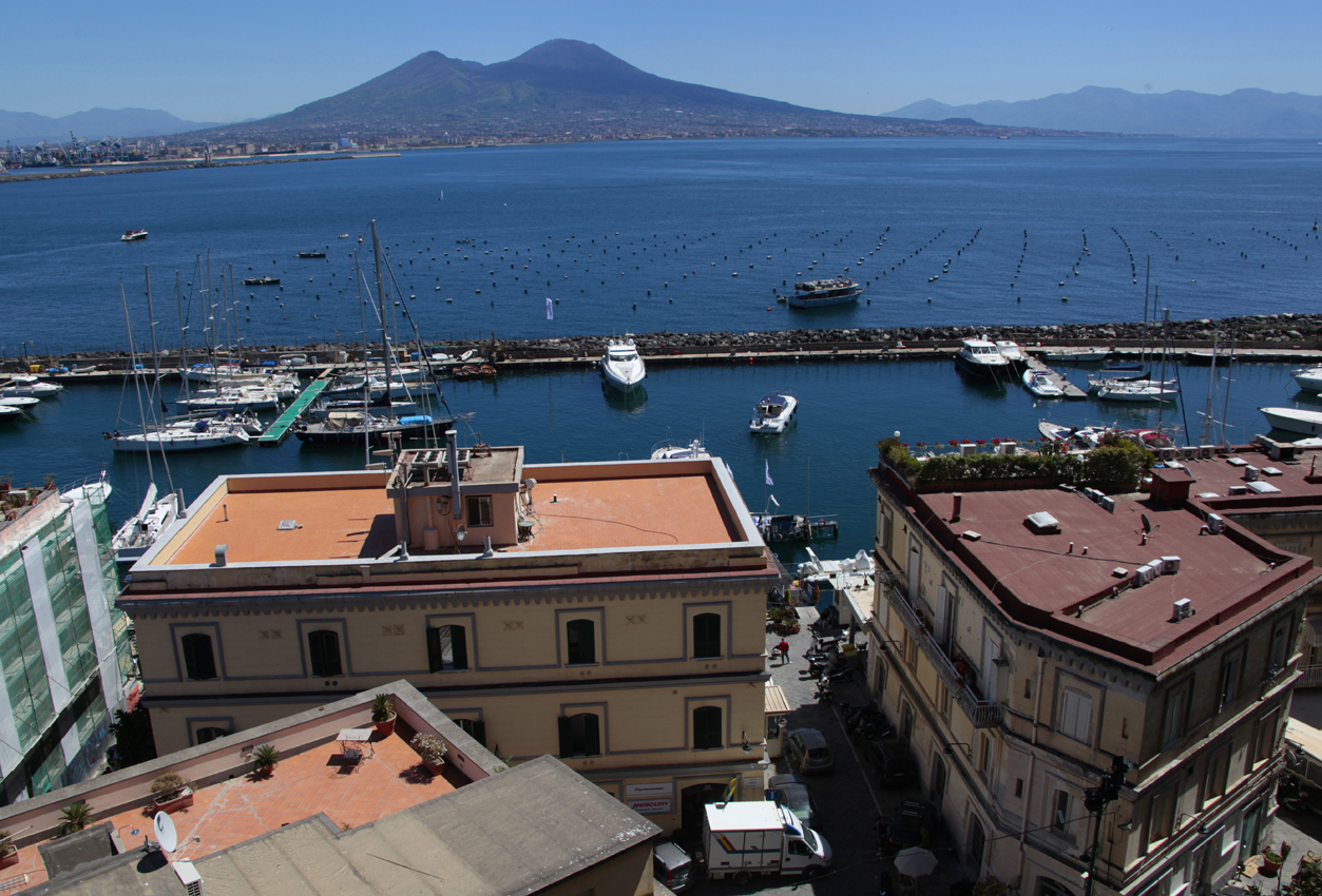 NAPLES,,it,Naples,,es,Naples,,it,en Neapolitan Napule,,it,It is the largest city in southern Italy,,es,capital of the Campania region and the metropolitan city of Naples,,es,City administrative Naples has a little less than one million inhabitants,,es,what,,es,together with those of its metropolitan area,,es,They rise to,,es,millions,,es,It has a rich history,,es,artistic,,es,cultural and gastronomic,,es,which he led Unesco to declare,,es
